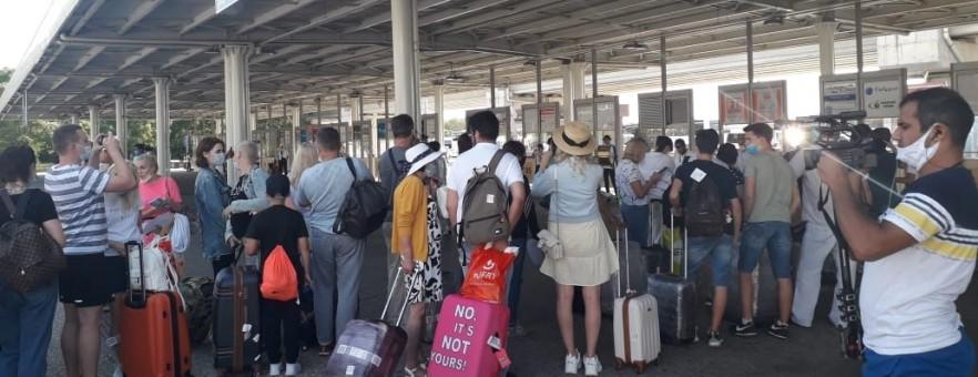 Полиция Антальи задержала двух российских туристов за нарушение масочного режима