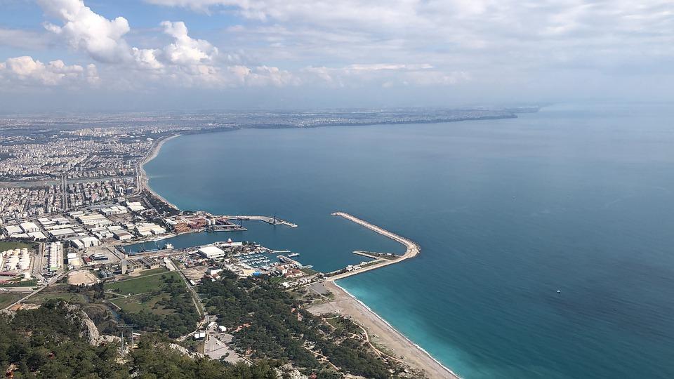 Принять российских туристов готовы свыше 270 отелей на Анталийском побережье Турции